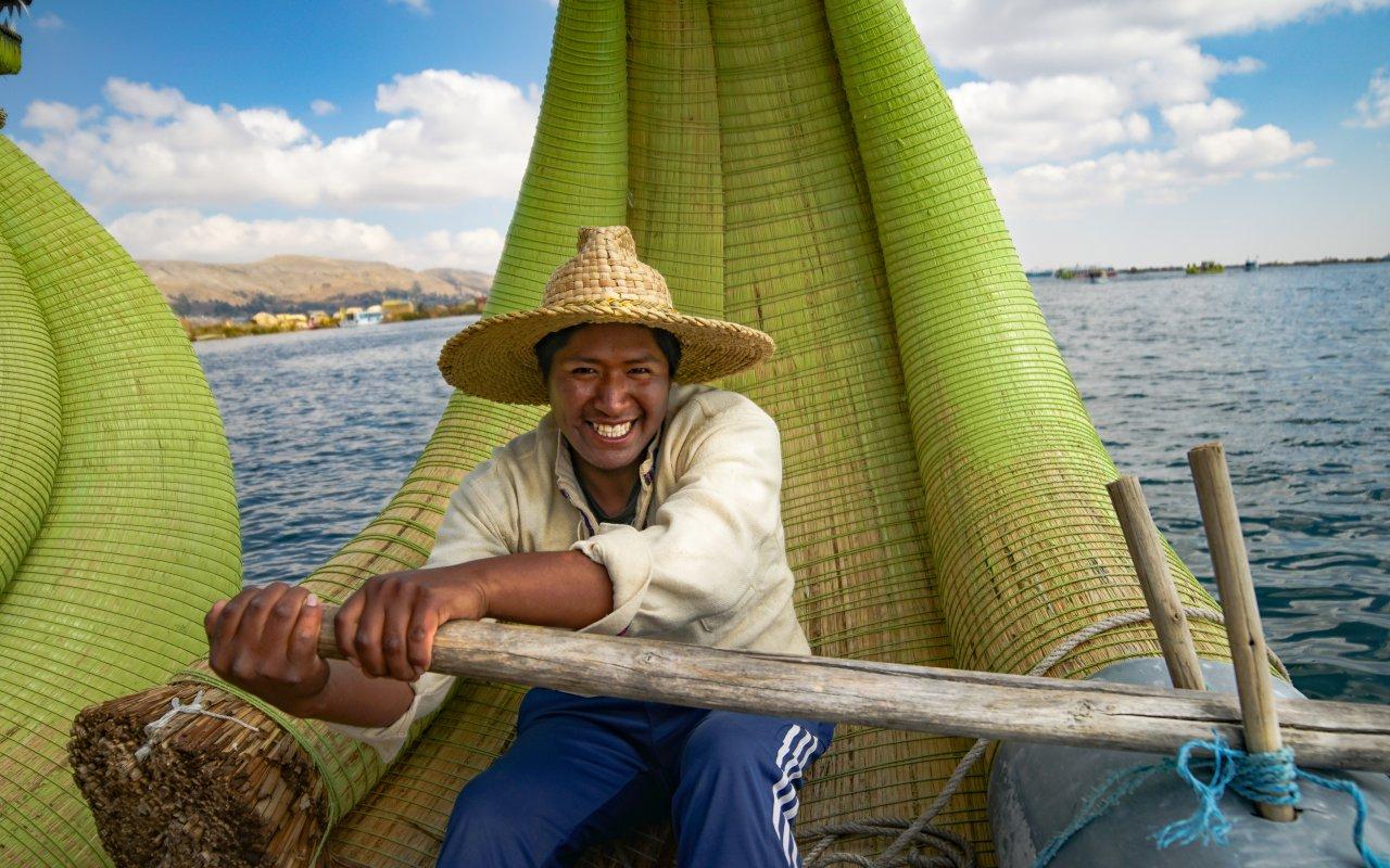 Habitant sur le Lac Titicaca
