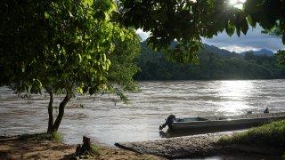 Rivière sur la route du cacao et du café