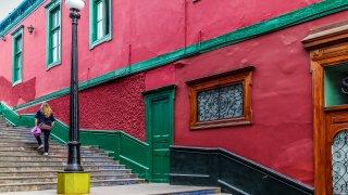 Maison rose dans le quartier de Barranco à Lima