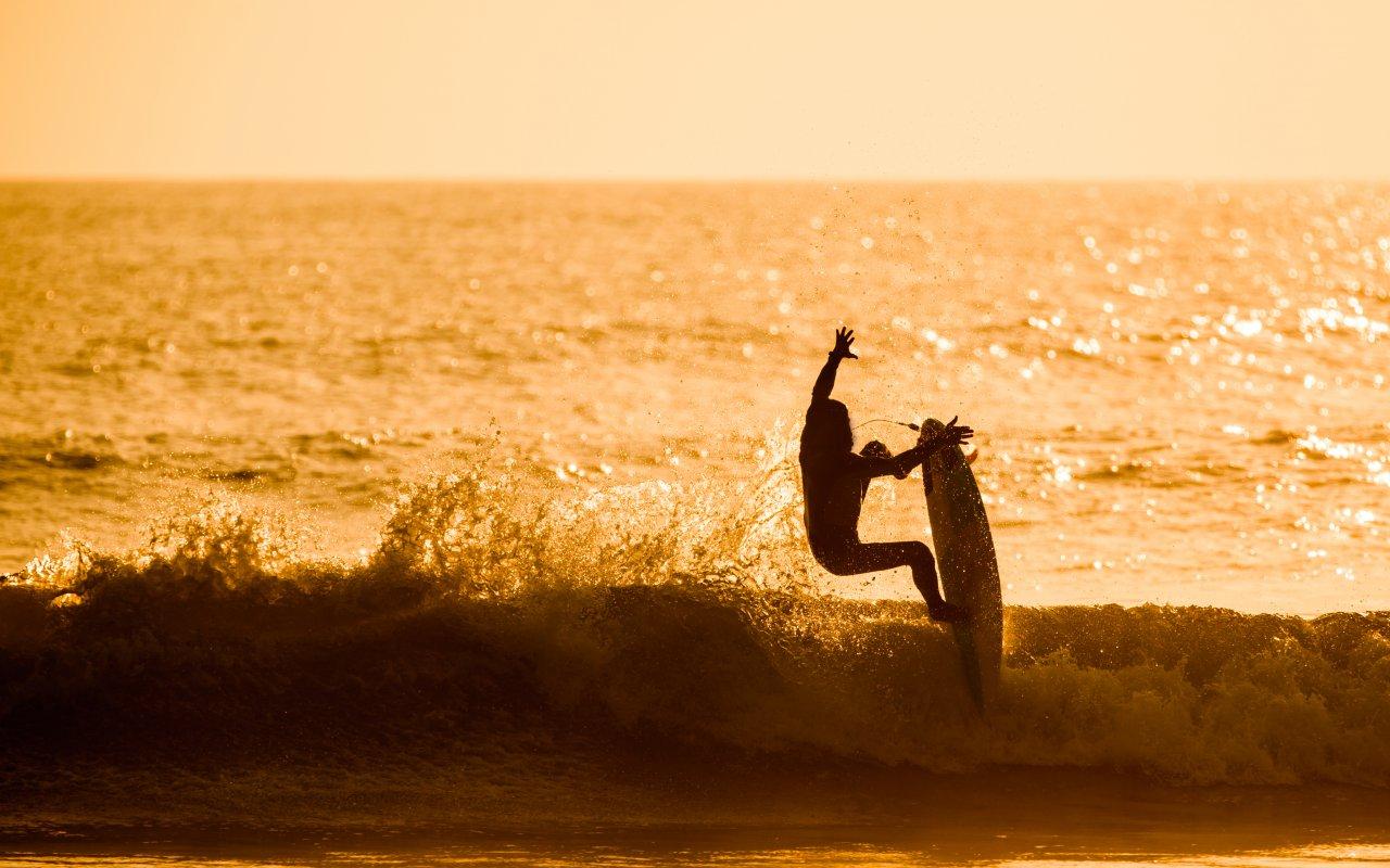 Surfeur a Chicama au Pérou