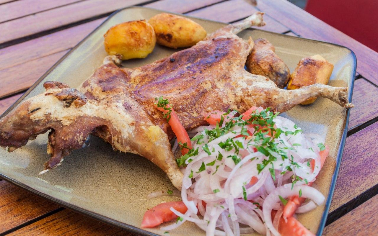 Cochon d'inde roti, plat traditionnelle péruvien