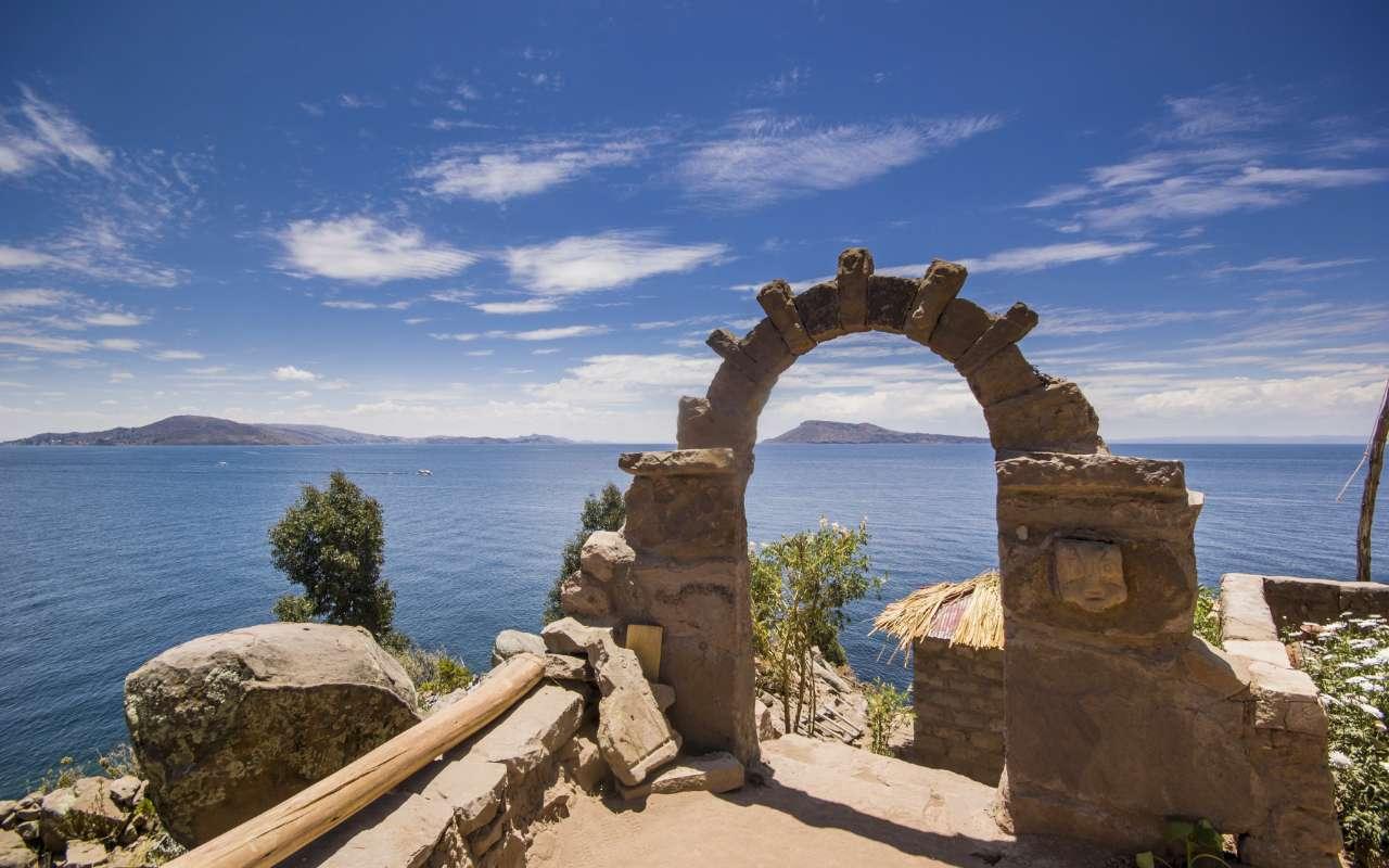Panorama sur le lac Titicaca