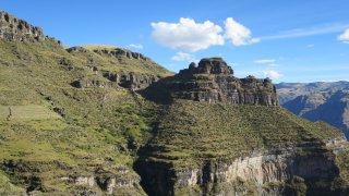 Visite de la forteresse Waqra Pukara au Pérou
