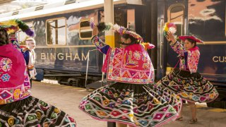 Train hitam Bingham danse