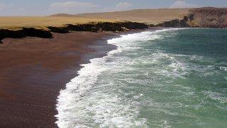 Playa Roja Réserve de Paracas