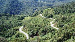 Panorama paysage de Chachapoyas, route serpentée
