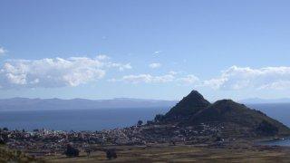Vue berges du lac titicaca