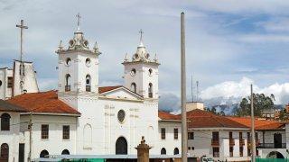 place centrale chachapoyas et sa cathédrale