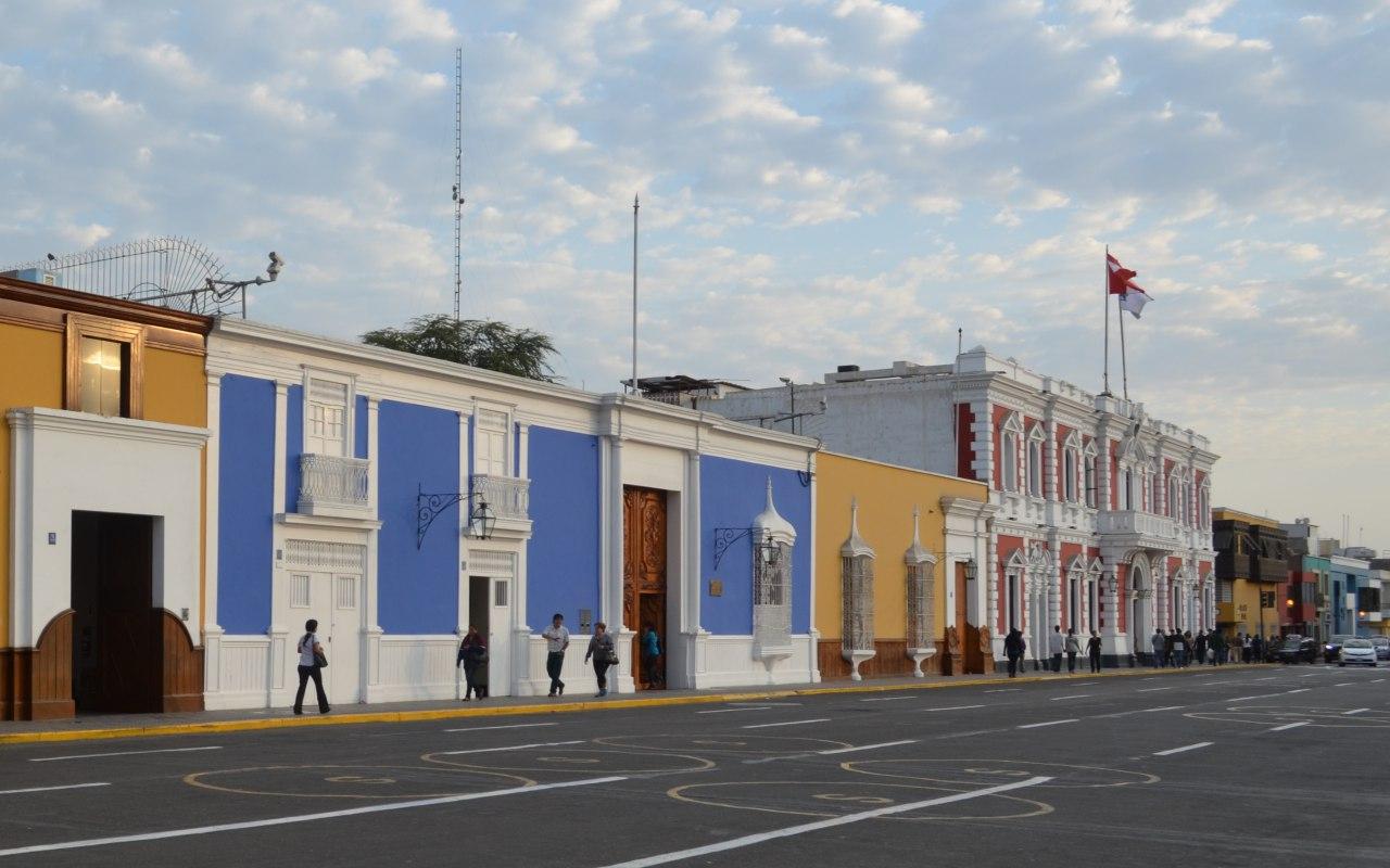 Maison colorées dans les rues de Trujillo dans le nord du Pérou